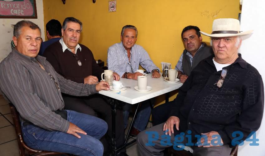 """En Café Rosinal departieron Luis Serna Serna, Juan José Hernández Hernández, Antonio Robledo Sánchez, presidente de la Cámara Mexicana de la Industria de la Construcción (CMIC); Francisco Vargas Martín y Rafael Iñiguez """"El Rivereño"""""""
