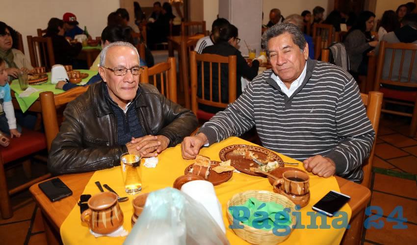 En La Mestiza almorzaron Silvestre Salazar Crispín, contador público, y Ramón Torres Armenta, abogado