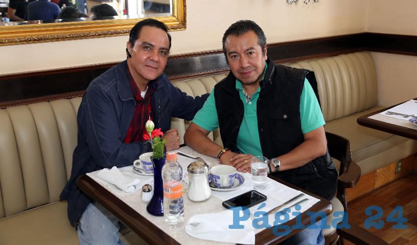 En Sanborns Francia almorzaron Luis Valle Pérez y Adrián González Sánchez