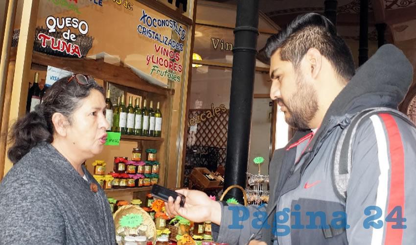 María Isabel Barragán Reyes: En esta dulcería se vende el vino blanco y tinto, el que es procedente de diversas regiones del estado zacatecano (Foto: Merari Martínez Castro)