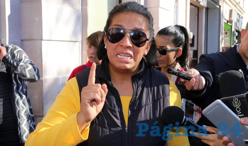 """Manifestante contra el """"gasolinazo"""", afuera del Congreso"""