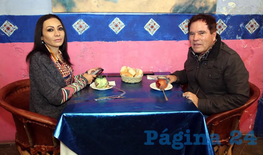 En La Saturnina compartieron el pan y la sal Citlalli Rodríguez González, diputada local, y Roberto Padilla Márquez
