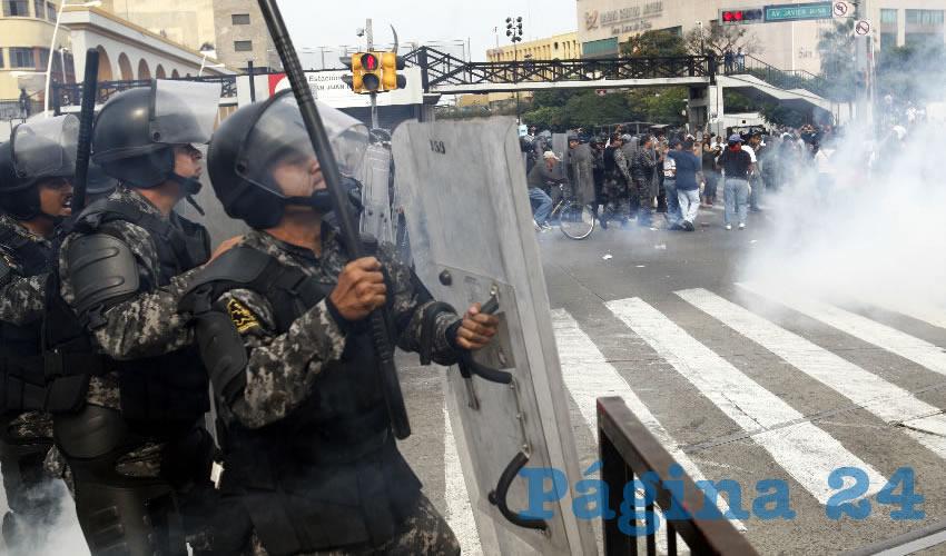 El 25 de noviembre de 2015 los comerciantes ambulantes desalojados de la zona de Obregón bloquearon la Calzada Independencia y avenida Juárez, el mismo punto de la manifestación del lunes; en respuesta, policías estatales y de Guadalajara arrojaron gases lacrimógenos a los ambulantes, que lo único que exigían era que los dejaran trabajar