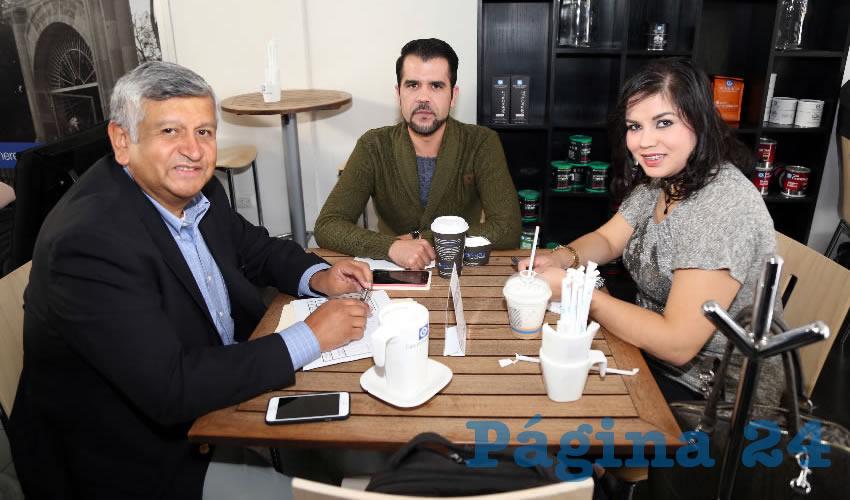 En Café Punta del Cielo departieron Gilberto Carlos Ornelas y los secretarios técnicos en el Congreso del Estado Luis David Juárez García y Luz María García Hernández