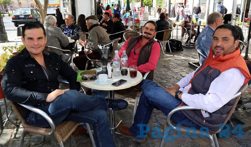 En Café Catedral departieron Vicente Pérez Almanza, Cristóbal Montoya Avendaño y Emanuelle Sánchez Nájera, presidente del Comité Ejecutivo Estatal del PRD