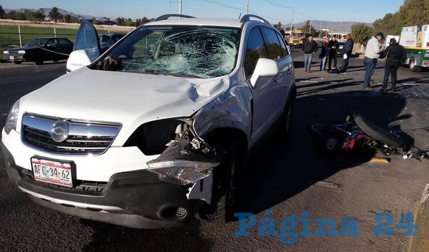 La jaca de acero Kurazai quedó partida en dos tras colisionar contra la camioneta Chevrolet Captiva