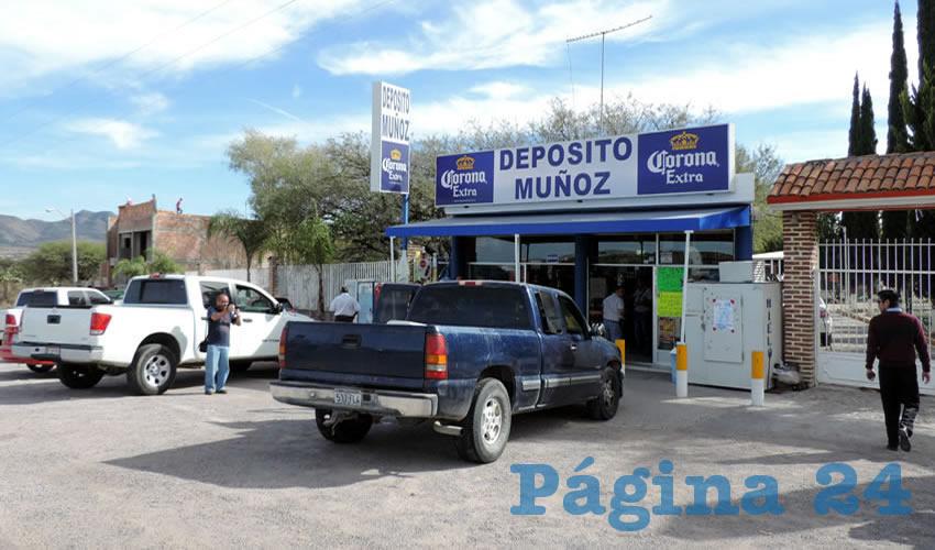 Sobre la carretera federal 70 poniente, los cuatro delincuentes, tres de ellos menores de edad, abandonaron la Chevrolet Silverado