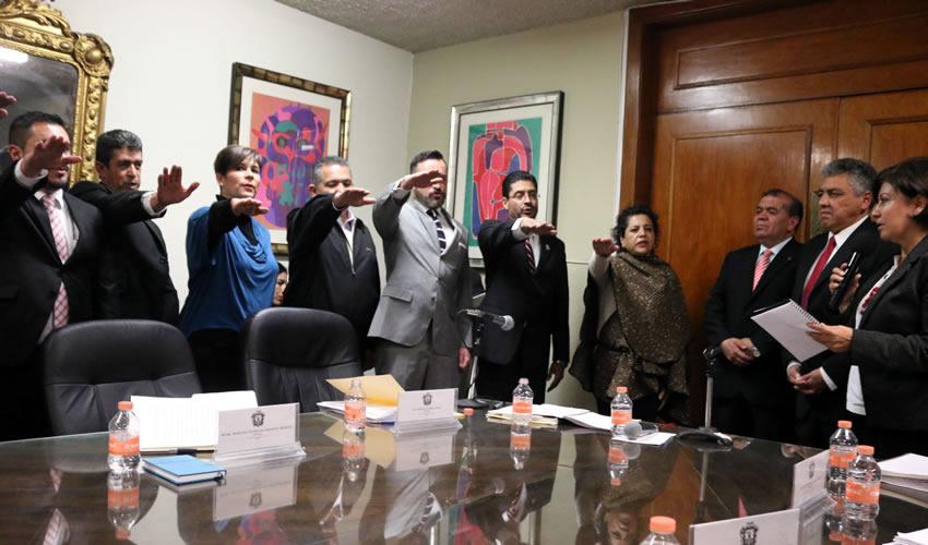 El primero en ser electo, por unanimidad, fue Manuel Ibarra Santos como secretario de gobierno