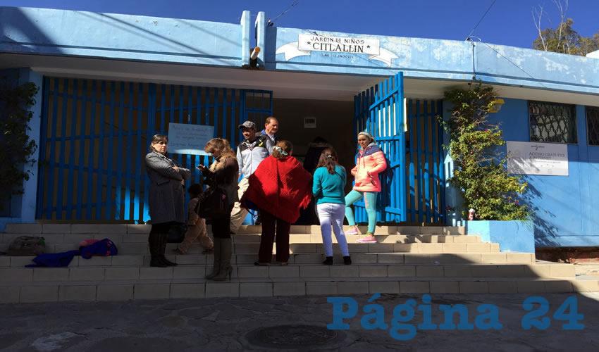 """Nancy Mejía: """"Nosotros pedimos que ella no estuviera al cargo de los niños, entonces platicando con las autoridades parece ser que ya llegamos a un acuerdo bueno porque la docente ya no estará en el grupo"""" (Foto: Cristo González)"""