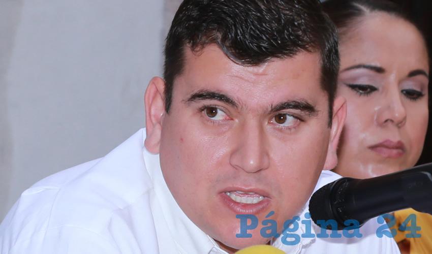"""Adán Valdivia López, alcalde de Calvillo, """"con una cooperación de 5 mil pesos, en octubre de 1999, logró el certificado apócrifo que le sirvió para cursar una licenciatura"""""""