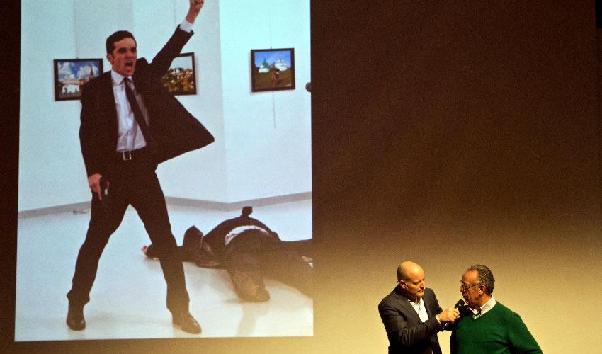 Gana el World Press Photo Imagen del  Asesino del Embajador Ruso en Turquía