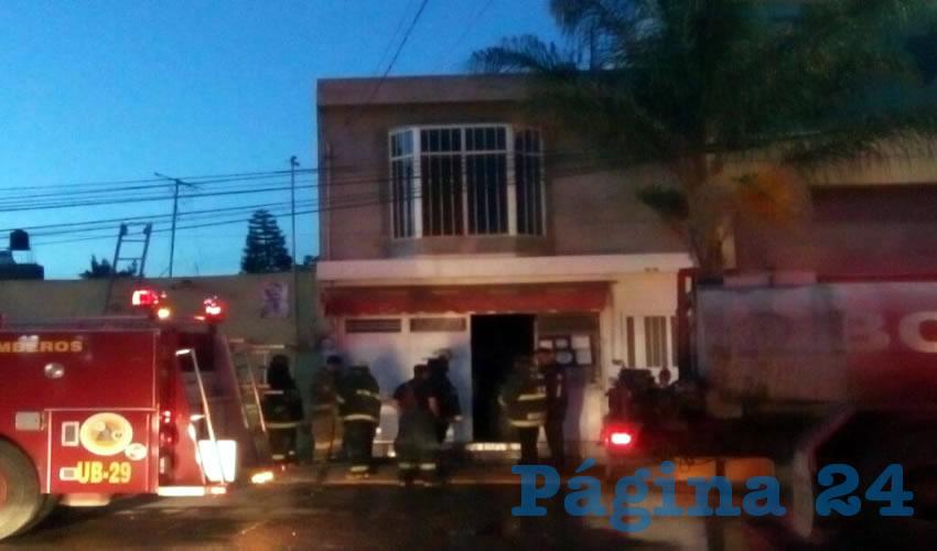 Los bomberos sofocaron las llamas pero el negocio ya estaba destruido totalmente