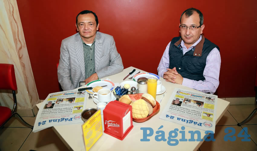 Mario Rivero Cáceres, vicepresidente de Planeación y Proyectos Estratégicos del Consejo Coordinador Empresarial (CCE); y Eliazar Cruz Barba, vicepresidente de Procuración de Fondos del CCE; compartieron el desayuno en el restaurante Mitla