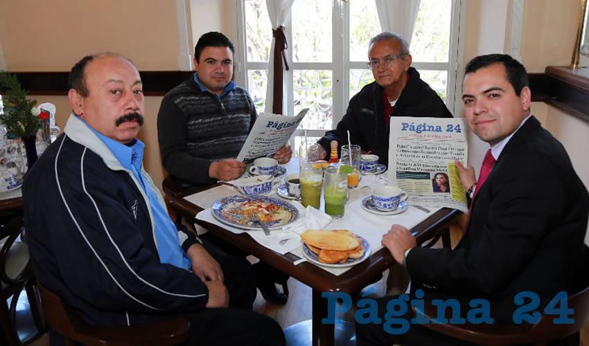 En Sanborns Francia desayunaron Ricardo Ávila González, Juan Ricardo Orenday Martínez, Evaristo Herrera Gamas y Edson Rubén Camarillo Rodríguez, regidor del Municipio de Aguascalientes