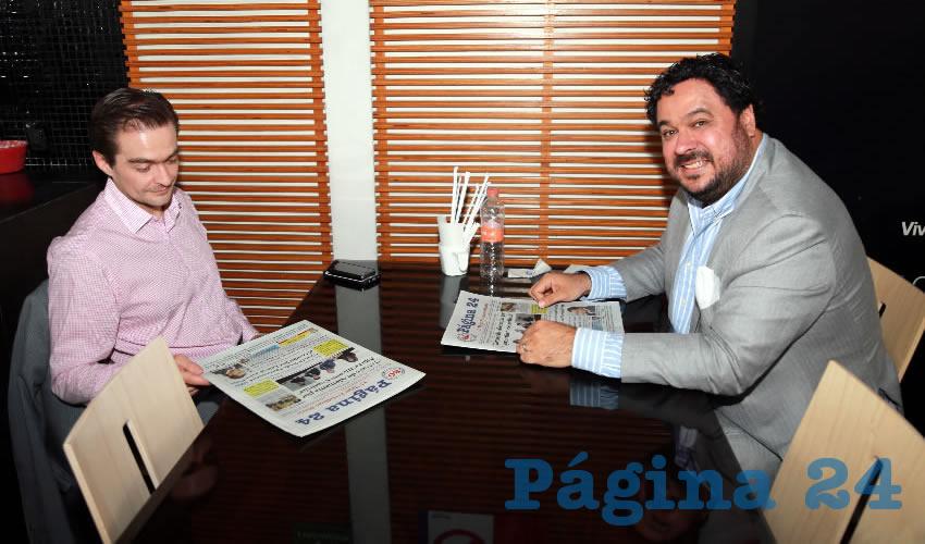En Café Punta del Cielo departieron Miguel Romo Reynoso, regidor del Municipio de Aguascalientes; y Luis Obregón Pasillas, director de Desarrollo Económico del Municipio de Aguascalientes