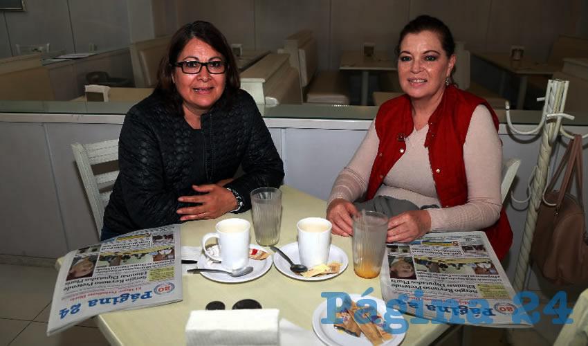 En el restaurante Del Centro compartieron el primer alimento del día Norma Luz de la Rosa Moya y Lorena Dorado Ávila
