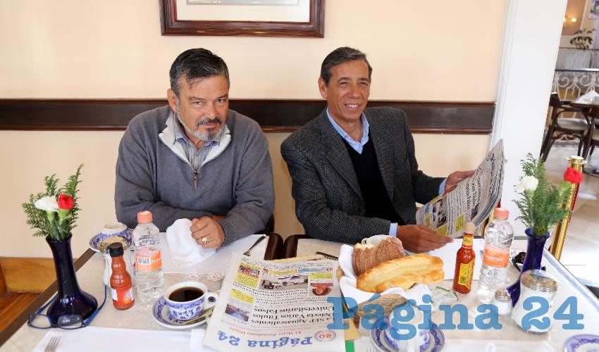 En Sanborns Francia almorzaron Javier Muñoz Zúñiga e Isidoro Armendáriz García, delegado de la Sedatu