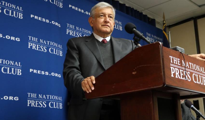Reclamen a Peña y al Ejército por Lo de Ayotzinapa, no a mí: AMLO