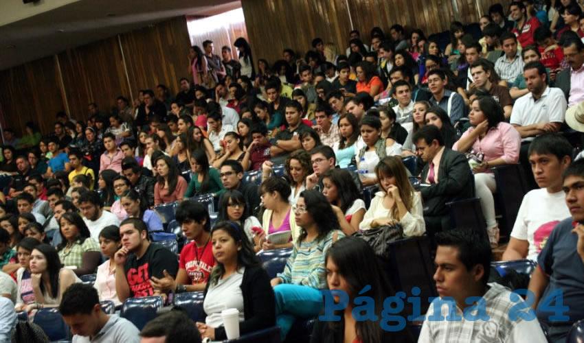A falta de una comunicación efectiva por parte de Conacyt, cientos de alumnos sopesan la penosa posibilidad de desertar por la falta de recursos que en un inicio les aseguraron no les iban a retirar