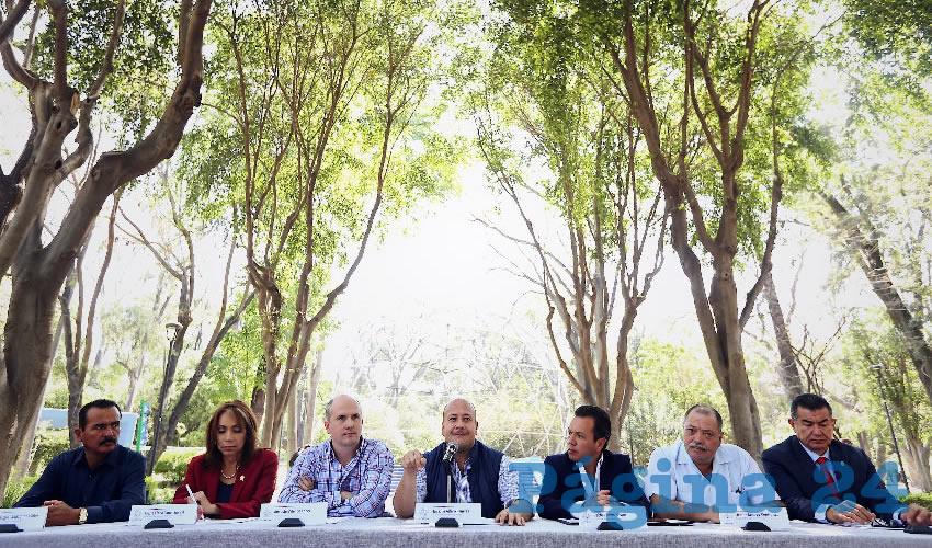 Según los alcaldes de MC, la falta de voluntad política de los gobiernos federal y estatal han impedido que se resuelva el grave problema de abasto de agua que azota a Jalisco; entre otras acciones, llamaron a definir la altura de la presa El Zapotillo y frenar el acueducto que iría a León/Foto: Francisco Tapia
