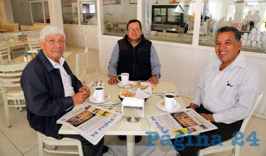 En restaurante Del Centro almorzaron Manuel de Jesús Bañuelos Hernández, representante de Morena ante el Organismo Público Local Electoral (OPLE); Daniel Gutiérrez Castorena, representante de Morena ante el INE; y Cuitláhuac Cardona Campos