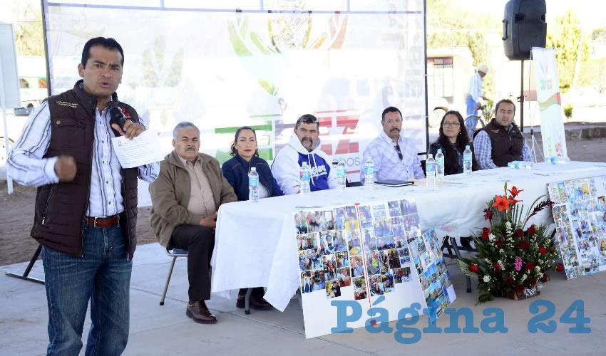 El presidente municipal Fernando Enrique Uc Jacobo visitó la comunidad de El Durazno para inaugurar el domo en la cancha de usos múltiples