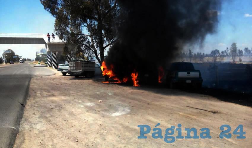 Se Incendian Pastizales y 3 Camionetas en El Llano
