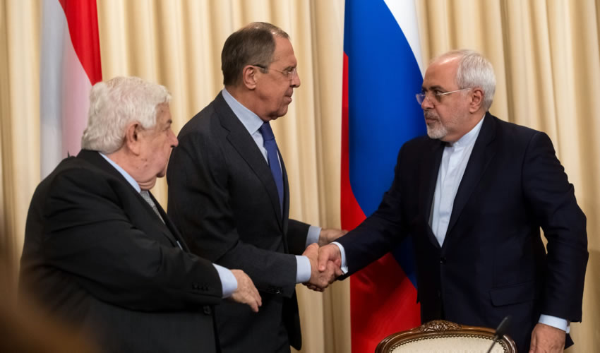 Pie: Moscú, Rusia.- Los ministros de Relaciones Exteriores, de Siria Walid al-Muallem, de Rusia Sergey Lavrov, y de Irán Mohammad Javad Zarif (Foto: Xinhua)