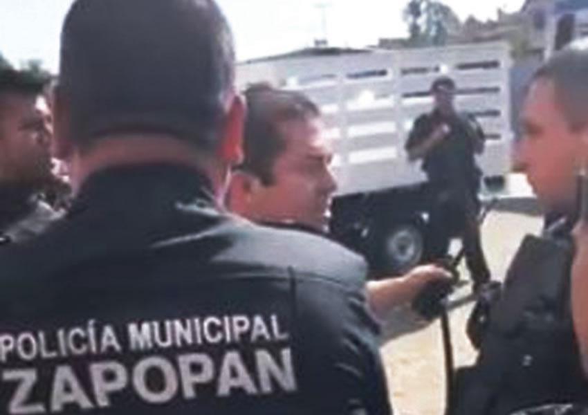 """""""¡Vete a la verga... y chingas a tu madre!"""", gritó amenazante un comandante de la ex Villa Maicera a un policía de la Fuerza Única, luego de que los estatales arribaron también al lugar de un asalto/Foto: Especial"""