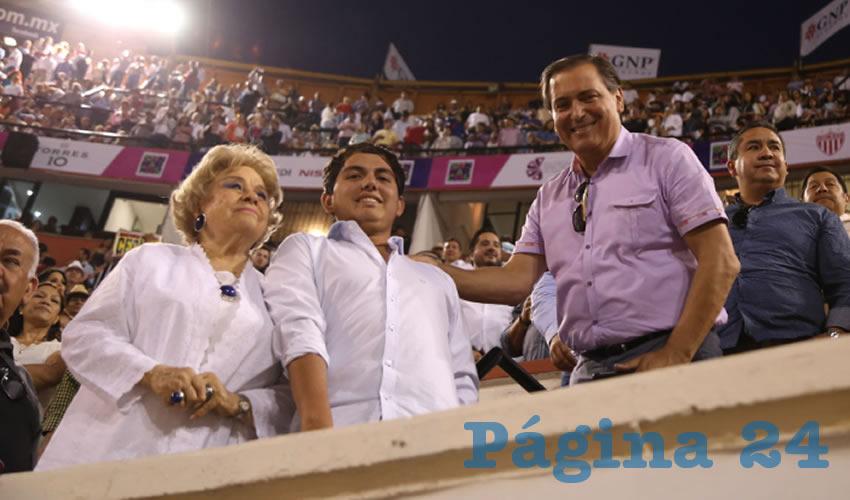 Luis Armando Reynoso Femat en la corrida de toros del 25 de abril ...amistades y solidaridad por todas partes...