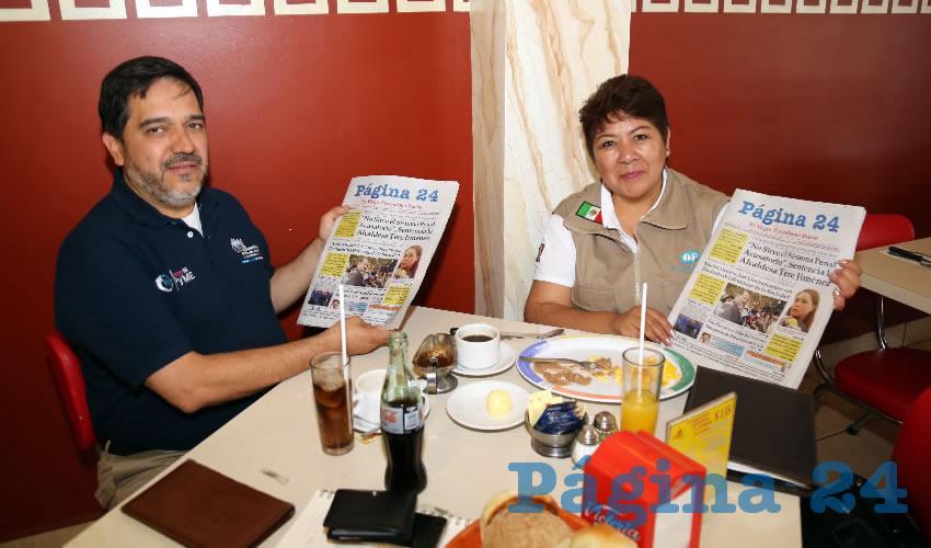 En el restaurante Mitla compartieron el pan y la sal René Navarro Fierro, representante Pyme del Municipio de Aguascalientes; y Luz María Ramírez, representante de Nacional Financiera