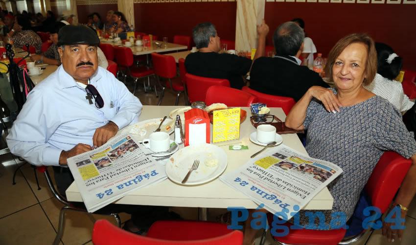 En el restaurante Mitla compartieron el primer alimento del día José Ramón Franco Andrade y María Elena Calzada López