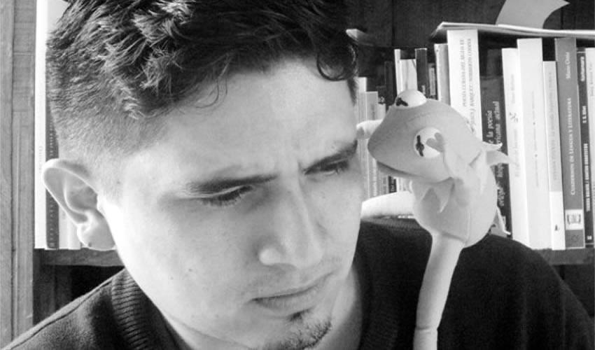 """""""No soy de los que piensan que la poesía está en todos lados, esperando a que salgamos a atraparla con una red; estoy con Roubaud cuando afirma que la poesía se concreta en el poema. Lo demás es ectoplasma"""", Luis Eduardo García/Foto: Cortesía"""