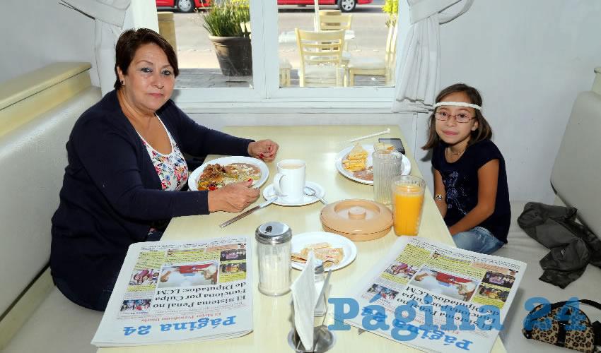 En el restaurante Del Centro compartieron el pan y la sal Noemí Angélica Morales Castro y Abril Montiel Ramírez