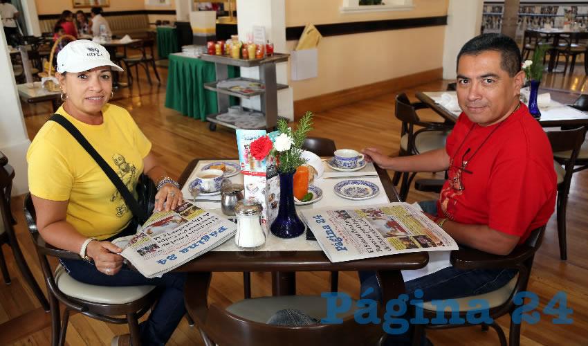 En Sanborns Francia almorzaron Patricia Domínguez Padrón y Sergio Arellano Canales, que nos visitan de la Ciudad de México