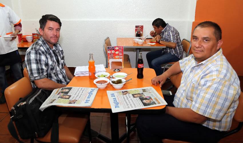 En carnitas Chanoy almorzaron Fernando Esparza de Luna y Martín Vázquez Ramírez