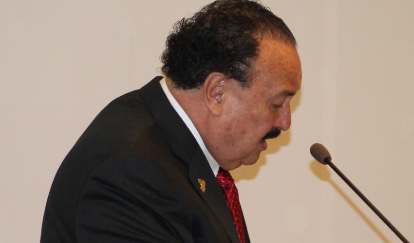 Enrique Michel mueve sus  influencias para torcer la ley