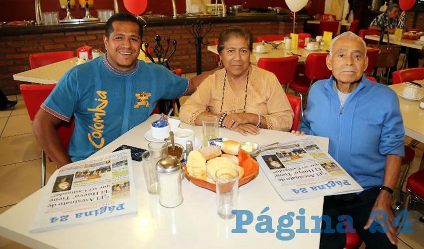En el restaurante Mitla almorzaron Antonio Rodríguez Olmos, Lucía Olmos Yáñez y Prudencio Rodríguez Mondragón