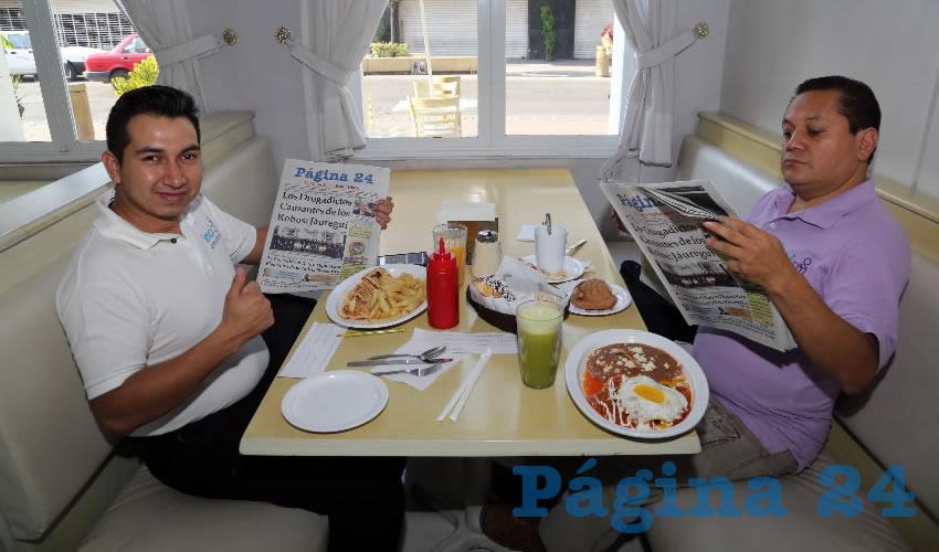 En el restaurante Del Centro desayunaron Ángel Gerardo Dávalos Rodríguez y Gustavo Anzaldo García, que nos visitan de la Ciudad de México