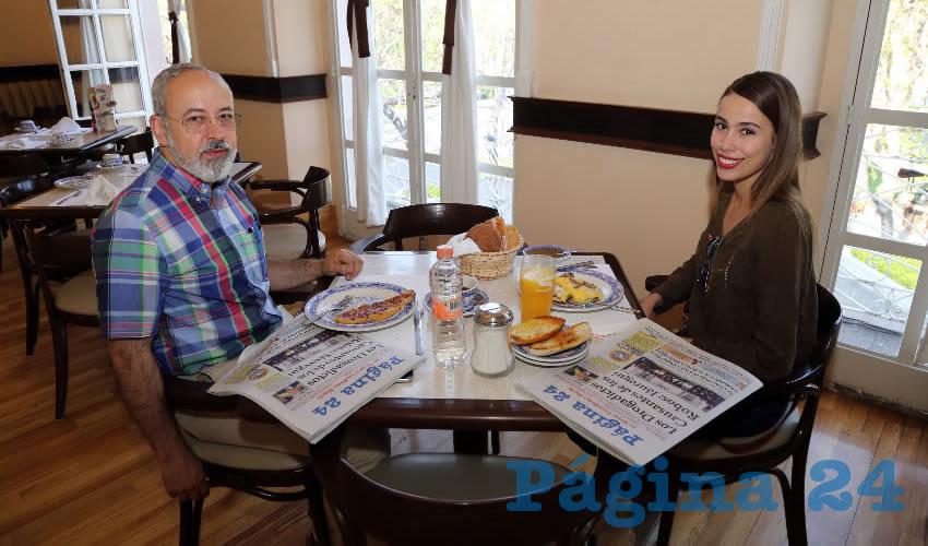 En Sanborns Francia almorzaron los abogados Juan Carlos Arredondo Hernández y Erika Vázquez Ventura