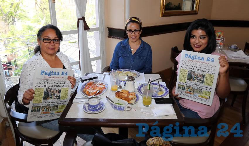 En Sanborns Francia desayunaron Carmen Teresa Saucedo Villalobos, Fátima Saucedo Villalobos y Nieves Saucedo Villalobos
