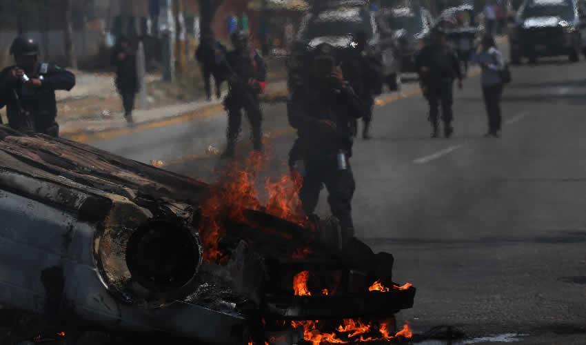 Oaxaca, Oaxaca.- La Policía arribó al lugar casi una hora después de los hechos (Foto: Arturo Pérez Alfonso/ Cuartoscuro)