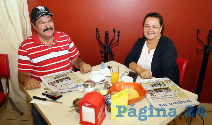 Héctor Mario Zamora Hernández y Graciela García Macías, maestros, compartieron el pan y la sal en el restaurante Mitla