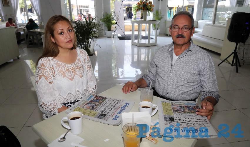 En el restaurante Del Centro compartieron el primer alimento del día Olga Lidia Reyes García y Mariano Gómez Padilla