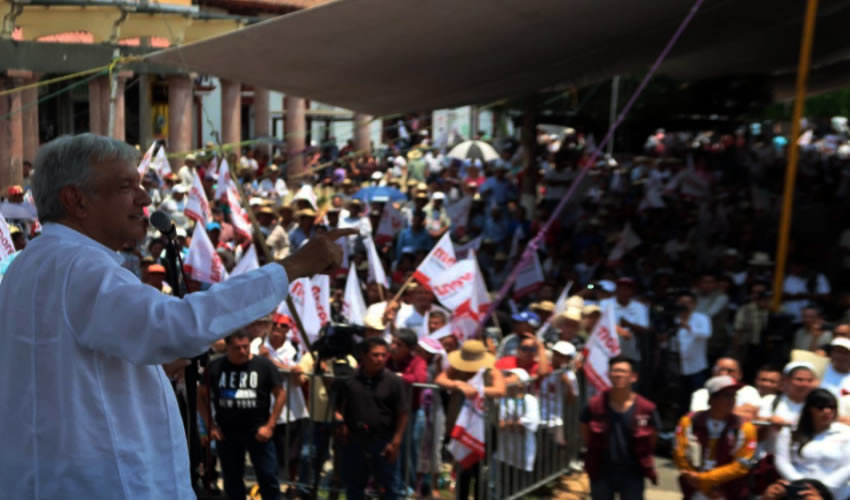 Tejupilco, Estado de México.- El presidente nacional de Morena, Andrés Manuel López Obrador (Foto: Morena)
