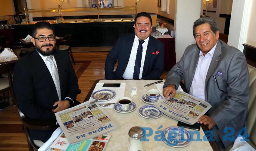 En Sanborns Francia almorzaron los abogados Ricardo Curiel García, Ismael Martínez Ramos y Ramón Torres Armenta