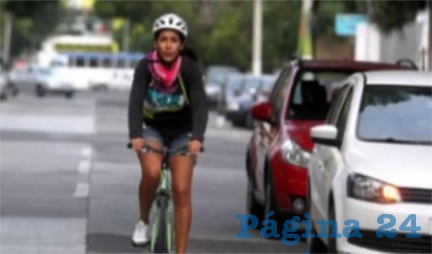 En vez de invertir un dineral para realizar la consulta pública sobre la permanencia de la ciclovía que se realiza en Boulevard Marcelino García Barragán, se debería invertir este capital en reparar las rutas que ya existen, como la de Federalismo, que se encuentra hecha un asco, de acuerdo con usuarios/Foto: Archivo Página 24