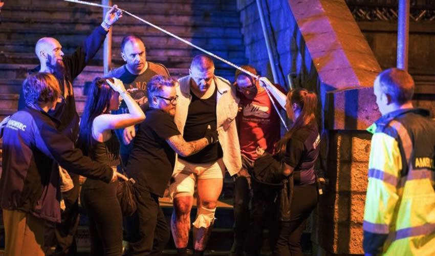 Al Menos 19 Muertos y 50 Heridos en Explosión en Estadio Manchester
