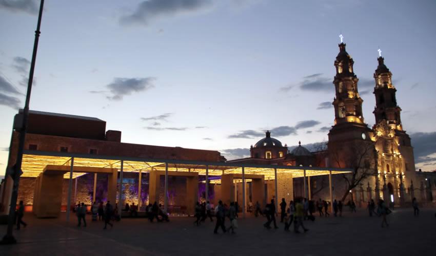 Se abordarán temas desde el punto de vista histórico, gastronómico y arquitectónico e incluye 16 tours