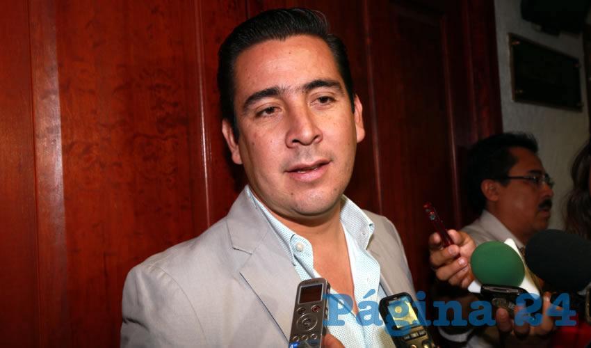 Gustavo Báez Leos ... ¿quién le dijo era político?...